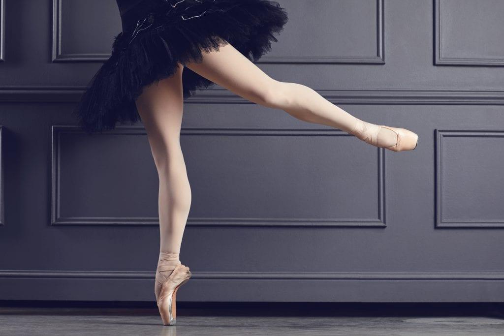 ballerina on point to pivot